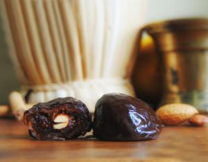 Fichi con Noci o Mandorle al Cioccolato